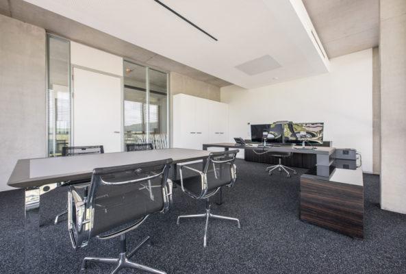 Chefbüro mit Besprechungsbereich